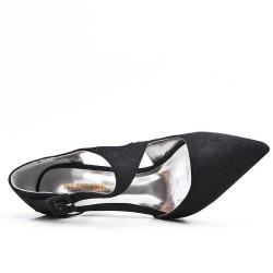 Black shiny pumps with heels