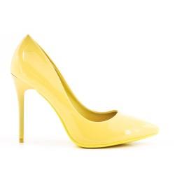 Tacones de charol amarillo