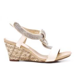 Sandale beige ornée de strass à petit compense