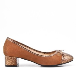 Two-material camel low-heeled pump
