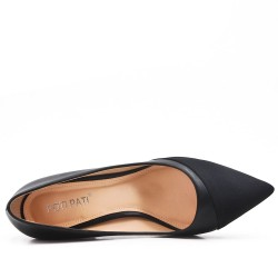 Two-material black low-heeled pump