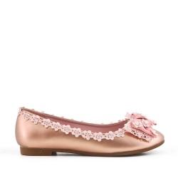 Bailarina champagne con lazo adornado con perlas