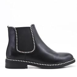 Bota de tobillo negro con inserciones elásticas