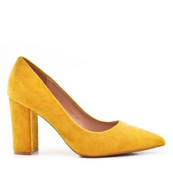 Yellow pump in faux suede with pointed toe