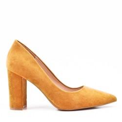Zapatos de salón camel en ante sintético con puntera puntiaguda
