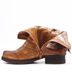 Camel leather ankle boot with bangs