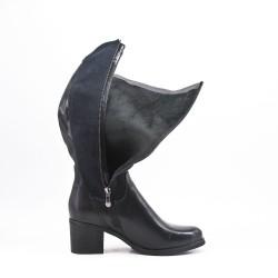 Bota negra bimaterial con tacón cuadrado
