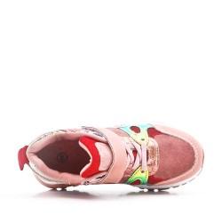 Zapatilla de deporte rosa con estampado de serpiente