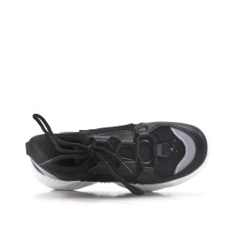 Black basket with notched sole