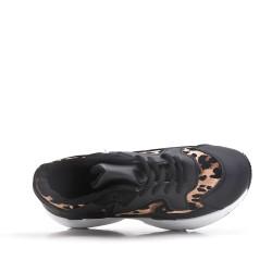Basket noire avec motif léopard à lacet