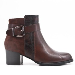 Bi-material brown boot with buckled straps