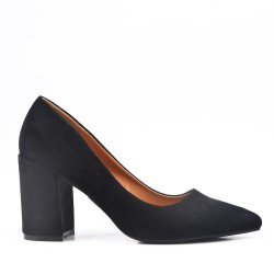 Black pump in faux suede with pointed toe