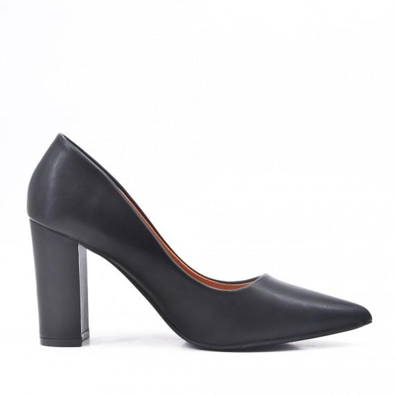 Black leatherette pump with heels