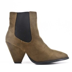 Green ankle boot with pointed toe