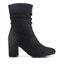 Black boot in faux suede with heel