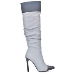 Botas plisadas grises con tacón de aguja