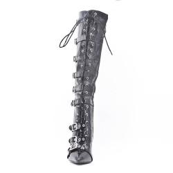Botas negras de charol con bridas abrochadas