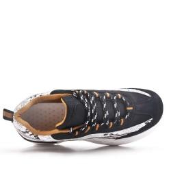 Basket noire à lacet avec semelle crantée