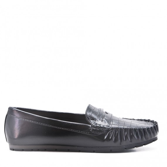 Moccasin in black faux leather