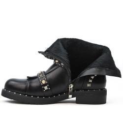 Botín de cuero negro imitación con correas abrochadas