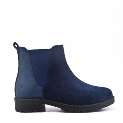Child's boot in faux suede