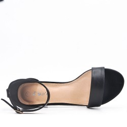 Sandalia de tacón medio en piel sintética