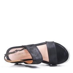 Wedge sandal in faux leather