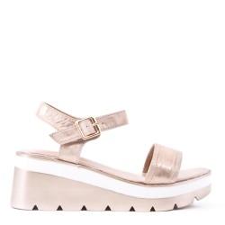 Sandale compensée en simili cuir