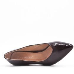 Zapatos de tacón medio en piel sintética para mujer.