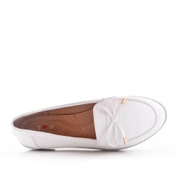 Faux leather moccasin with bow
