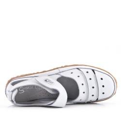 Sandalia plana para mujer en piel