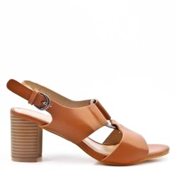 Sandalia de tacón camel en piel sintética