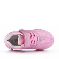 Zapatilla rosa para niños con rasguño