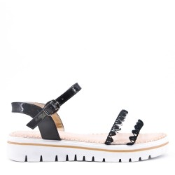 Flat pink faux leather sandal for women