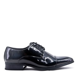 Lace-up in lacquer derby