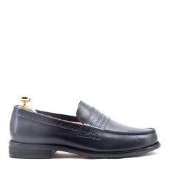 Leather moccasin with flange