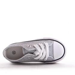 Lace-up tennis shoe