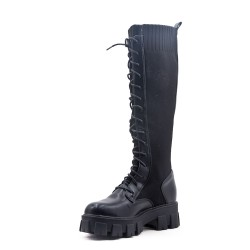 Boot in a mix of materials for fall and winter