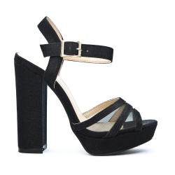 Sandale noire à talon haut carré