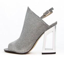 Sandale grise à talon métal
