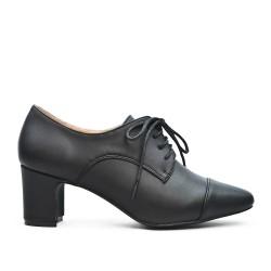 Escarpin en simili cuir noir à lacet