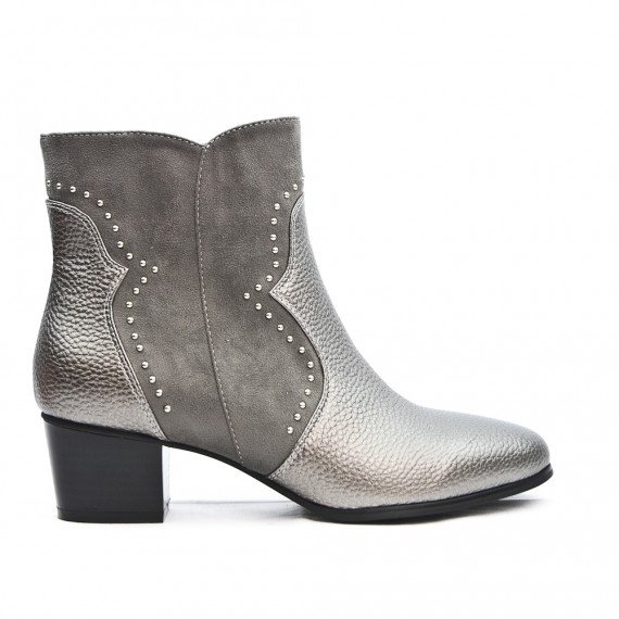 Gray ankle boot with nails
