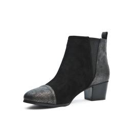 Bota de tobillo negro con yugo elástico
