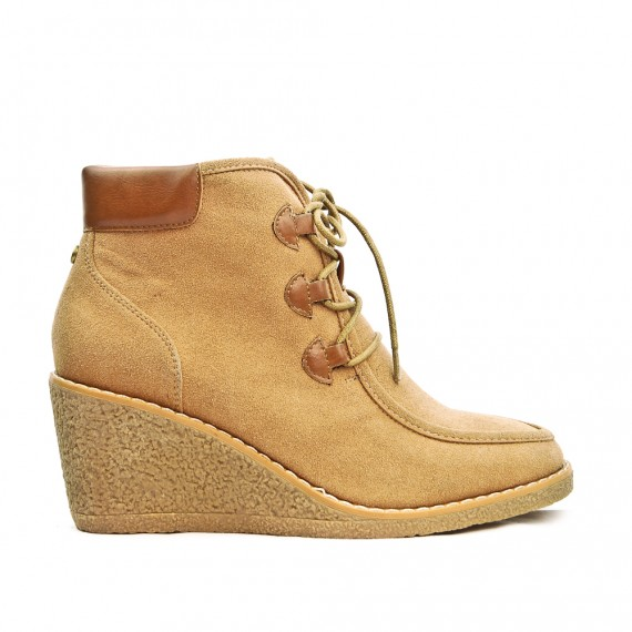 Camel platform wedge boot in lace-up suede