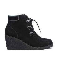 Black ankle boot with lace