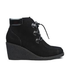 Bota de tobillo negro con encaje