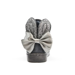 Bota de niña gris con orejas de conejo
