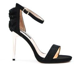 Black sandal with ruffle on the back