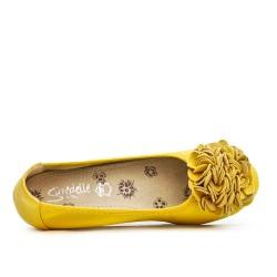 Ballerine confort jaune à motif fleur avec petit talon