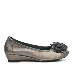 Gray comfort ballerina with flower pattern and small heel